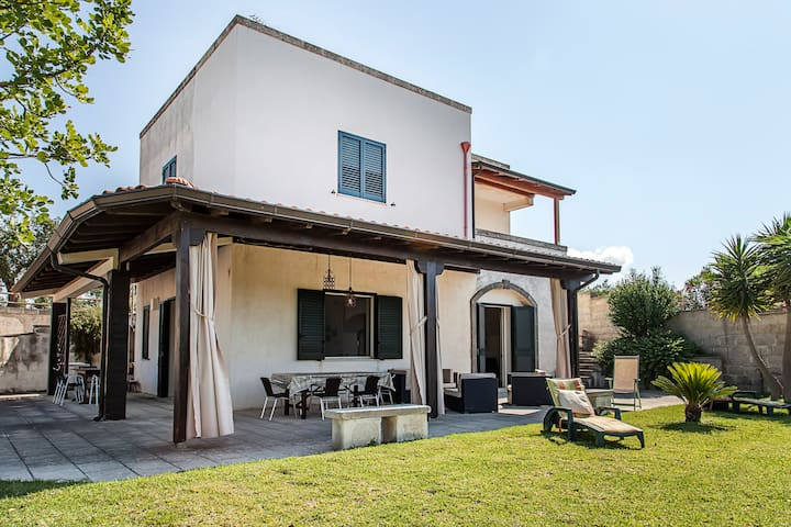Cozy villa situated in Salento - IT - Uggiano La Chiesa - Hus