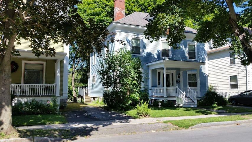 Hidden gem in a great location - Auburn - Huis