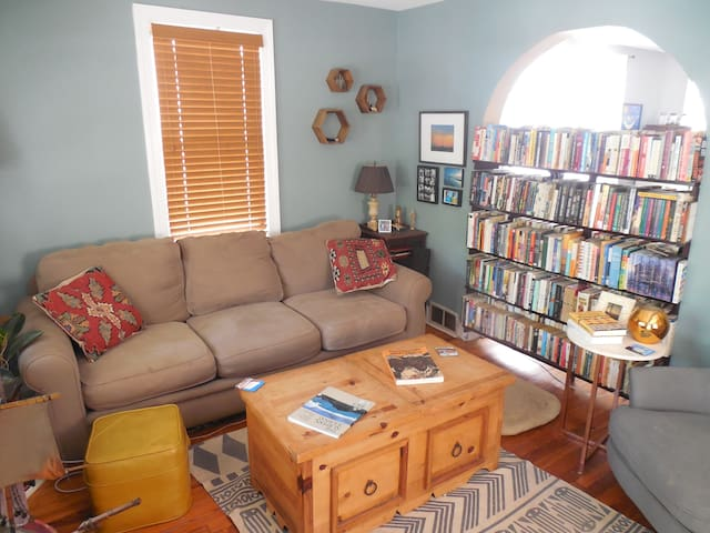 Family-Friendly Home with Backyard in Asbury - Asbury Park - Casa