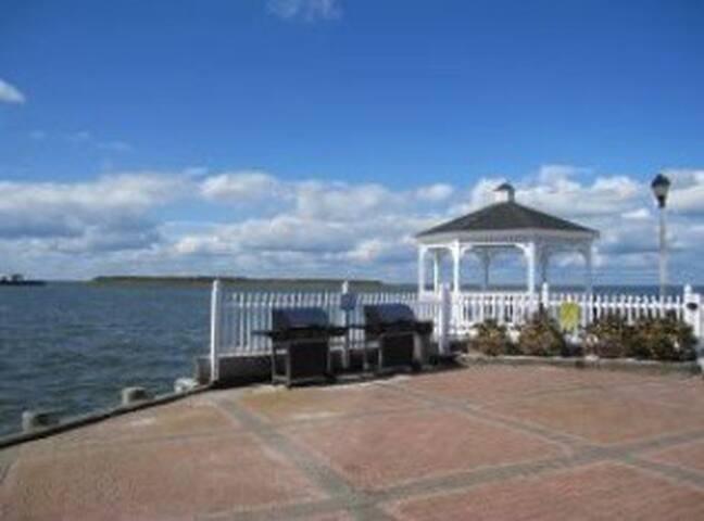 Luxury Waterfront Condo Escape in LBI - Beach Haven - Rumah