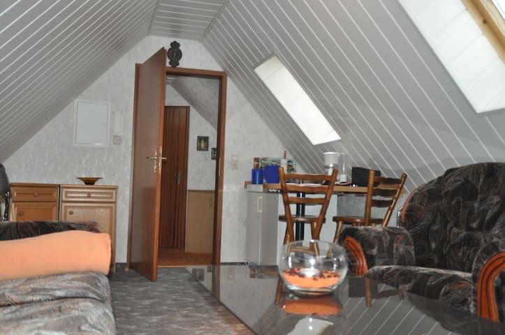 2-Raum-Wohnung, gemütlich, voll ausgestattet - Mülsen - Lägenhet