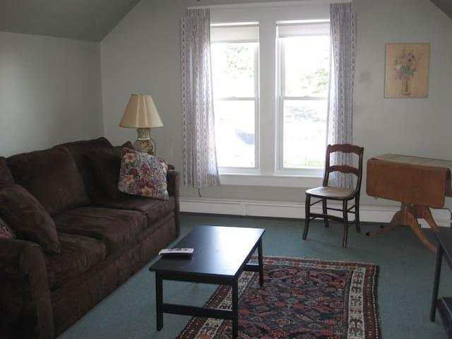 Cute Apartment on Quiet Street - Laconia - Apartamento