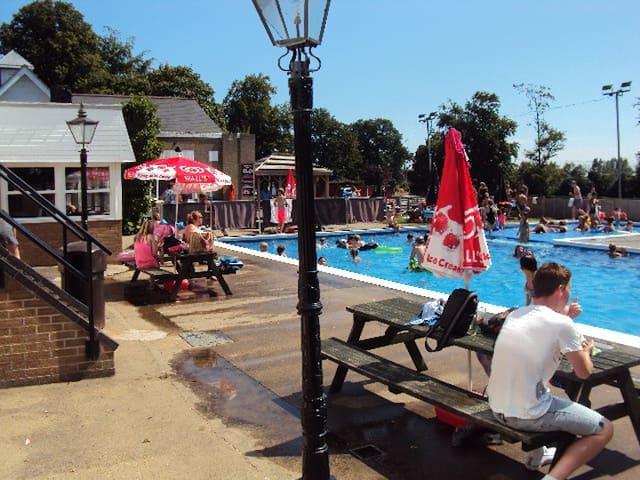 Beautiful Bungalow Great Yarmouth - Bradwell - Bungalow