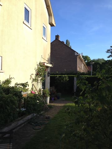 House with garden, 15 min downtown. - Amsterdam - Ev