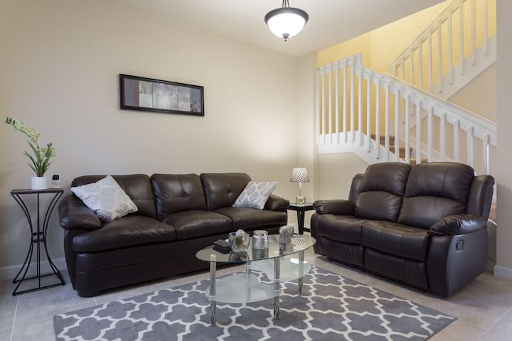 New Home Room All-Included Wk Promo - Cutler Bay - Rekkehus