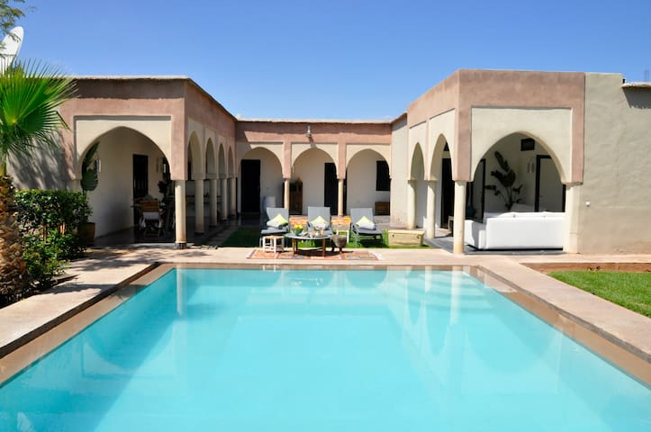 "La Villa du Douar : Chambre double ""Africa"" - Ourika - Oda + Kahvaltı"