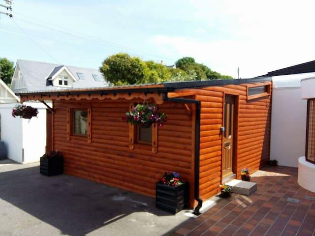 Log Cabin,heart of Dalkey,Co.Dublin - 달키(Dalkey) - 통나무집