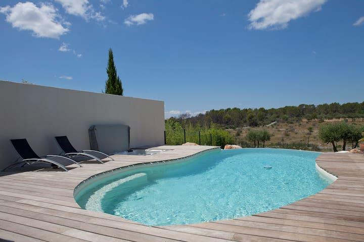 Appartement avec piscine à débordement et jacuzzi - Juvignac - Lägenhet