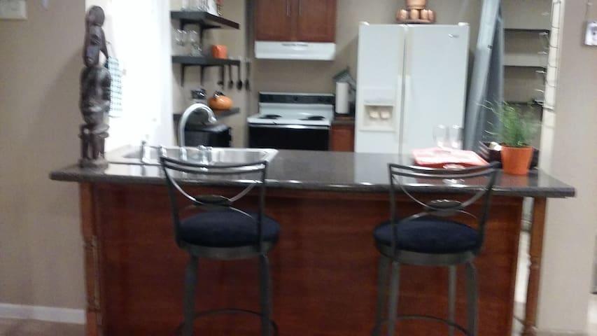 Beautiful, private studio apartment. - East Point - Leilighet