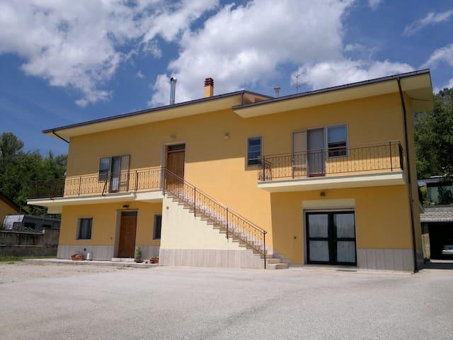 Appartamento in villa con parcheggi - L'Aquila - Villa