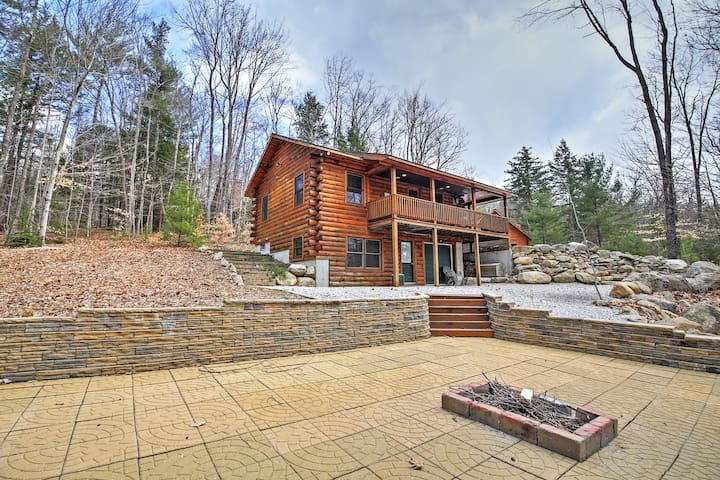 3BR North Conway Log Cabin w/Private Hot Tub! - Conway - Blockhütte