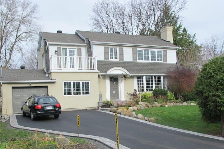 Grande maison avec piscine - Pointe-Claire - House