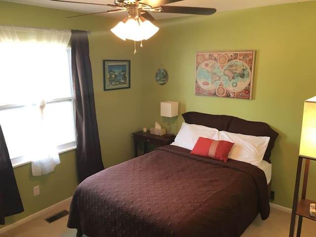 Comfy, Suburban Haven - Saint Peters - Casa