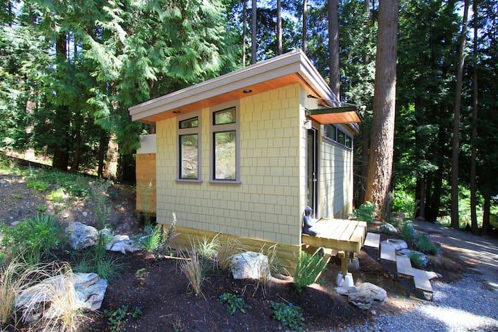 Nectar Yoga B&B -The Forest Cottage - Isla Bowen - Bed & Breakfast