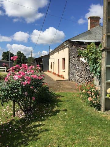 Les trois roses - Genneton - Huis