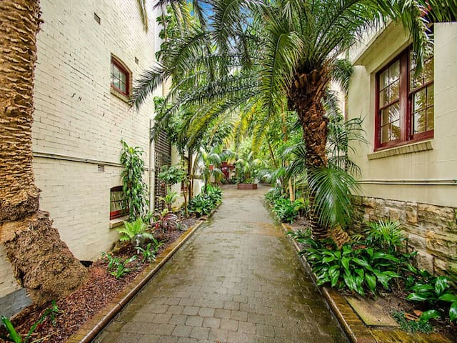 Renovated Art Deco Studio Apartment - Rushcutters Bay - Huoneisto