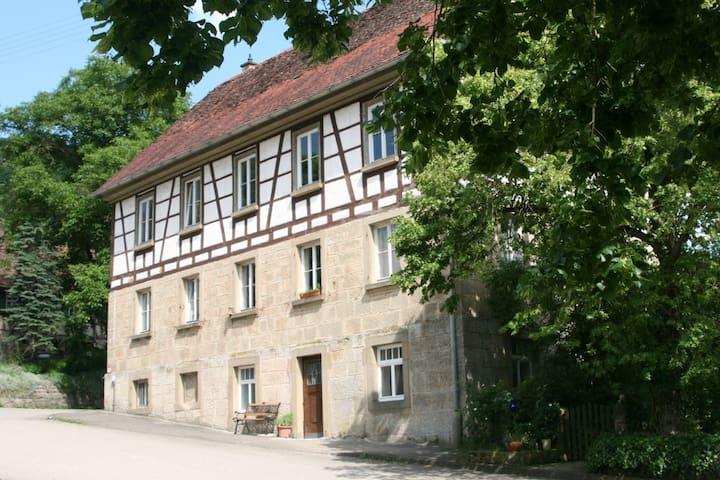 """Ferienwohnung """"Alte Schule"""" - Braunsbach - Appartement"""