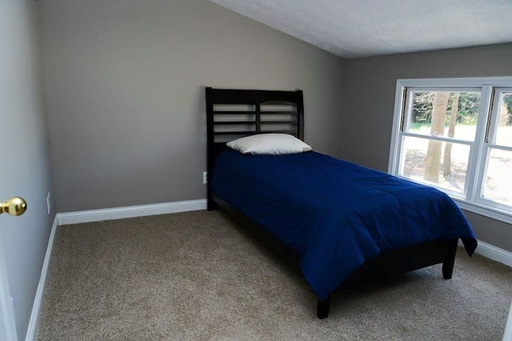 Twin Air Mattress in Tech Enabled Home - Hartwell - Ev