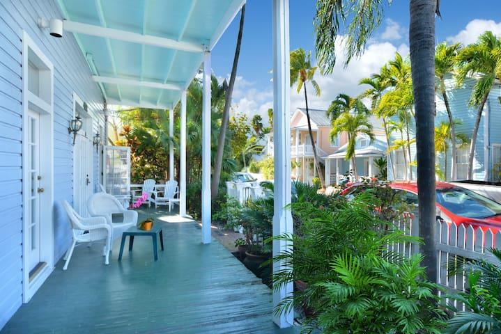 Bella Vita - 1B/1B Condo Just Steps from Duval - Key West - Lejlighedskompleks