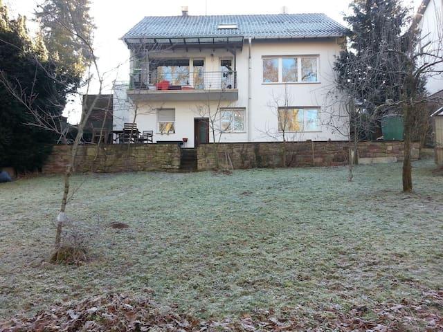 Idylle direkt am Waldrand - Neuhausen - Hus