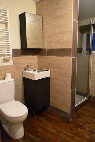 STUDIO avec salle de bain privative - Satillieu - Apartamento