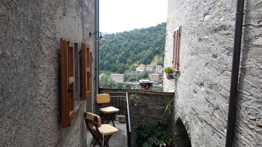 Casa moderna in paese medioevale - Pruno - Appartement