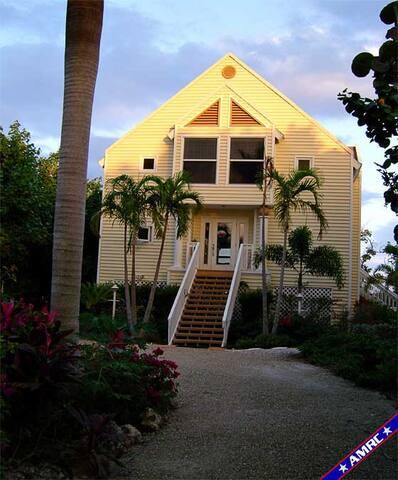 Holley House Beach to Bay Estate property - Captiva - Hus