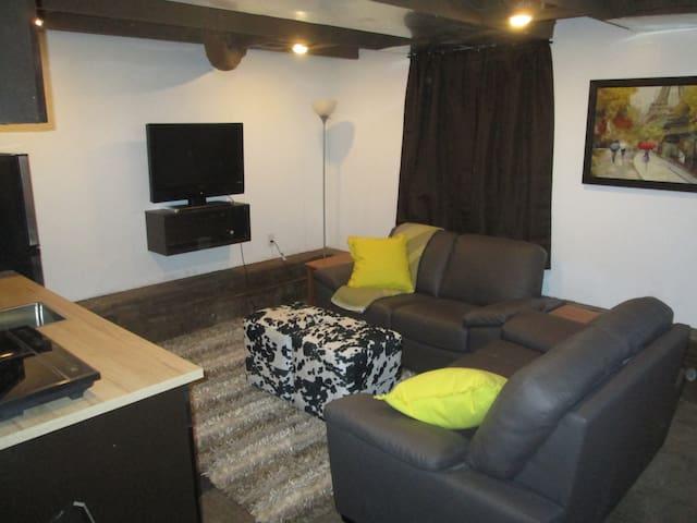 Centrally Located Separate Suite - Saskatoon - Casa