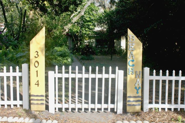 The Beach Way Garden Villa! - Gulfport - Departamento