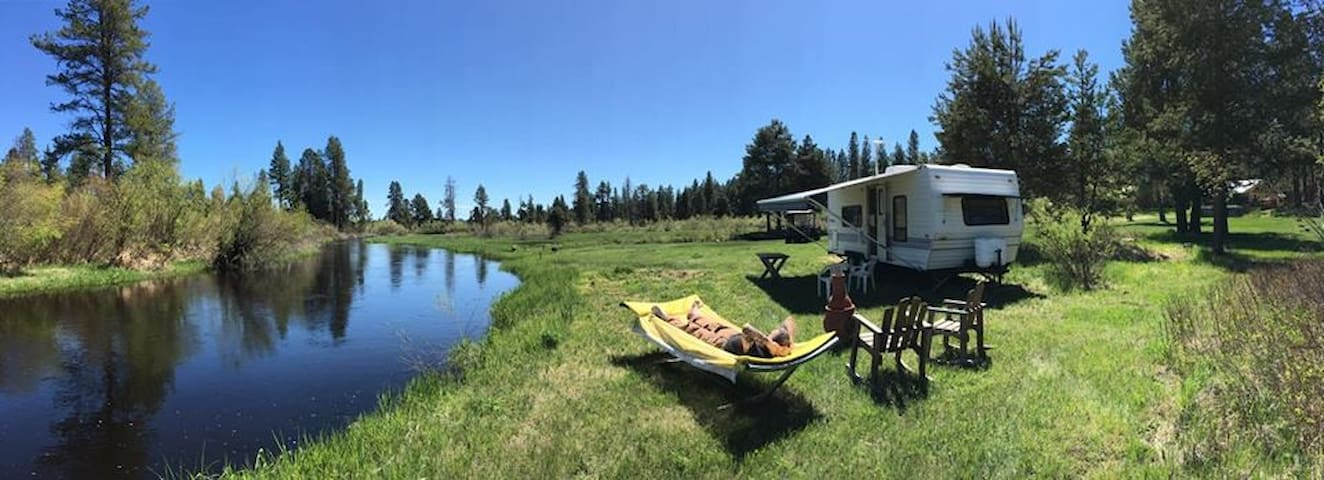 Perfect Place To Relax Along The Water's Edge. - La Pine - Camper