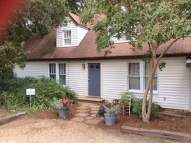 Boardtown Guest House - Starkville - Rumah
