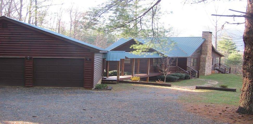 Beautiful cabin in mountains/lake Chatuge - Hiawassee - Houten huisje