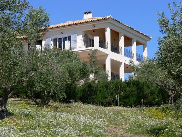 Villa i olivlund. Hänförande utsikt - Koroni, Agia Triada - Daire