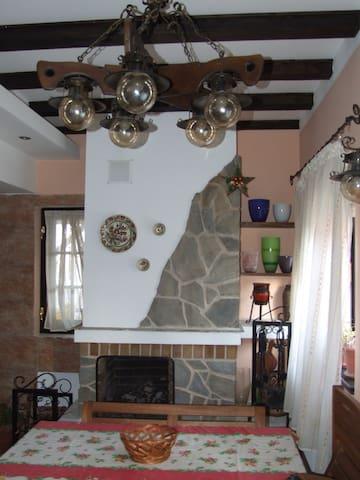 Charming 2-level house & garden - Breaza de Jos