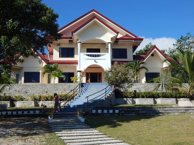 Villa with ocean view - Enrique Villanueva
