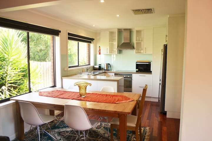 Bright, peaceful and convenient - Yarraville - Casa