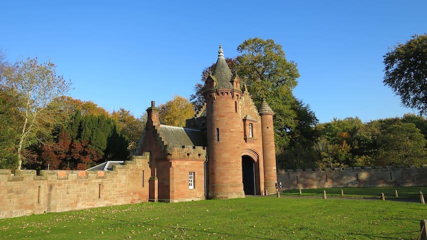 The Gatehouse to Ayton Castle - Eyemouth - Hus