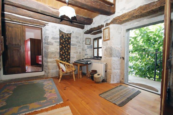 b&b old stone house in  the village - Sežana - Hus