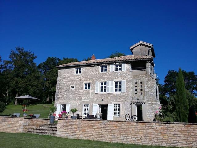 Belle maison ancienne dans les hauteurs deTournus - Tournus - Huis