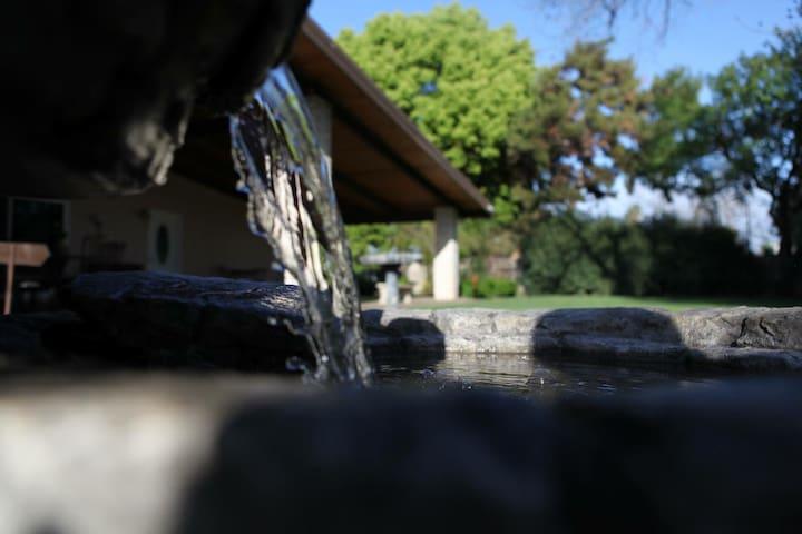 Tangsy's - Garden Room w/ Private Entry & Bath - Фресно - Дом