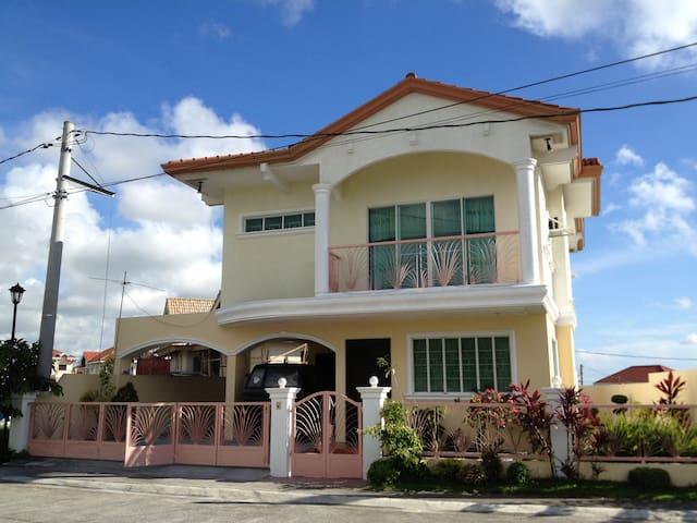 House near Nuvali, Tagaytay and EK - Laguna - Hus