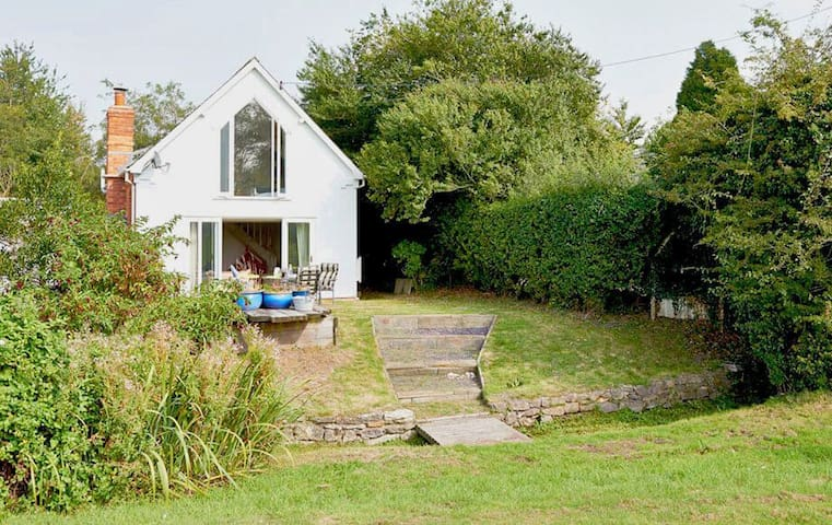 A pet friendly converted chapel with charming features in Uffington - Cirencester - Huis