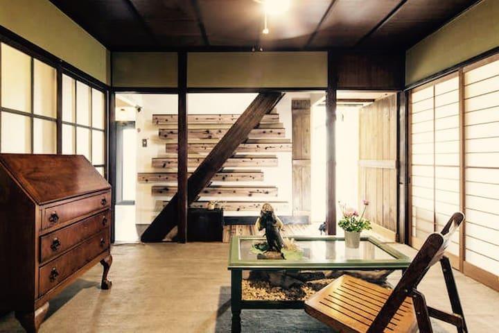 Build 50 years old Japanese house w/secret garden - Joyo-shi