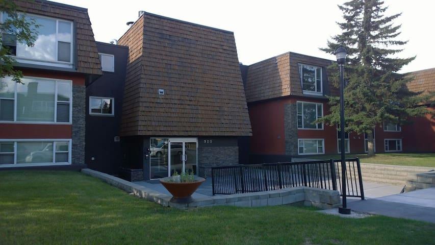 Executive 1Bdrm Apartment - Calgary - Huoneisto