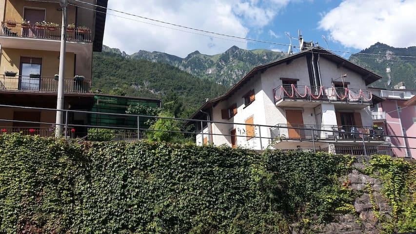 ACCOGLIENTE A DUE PASSI DALLE TERME - Angolo Terme, Lombardia, IT - Appartement