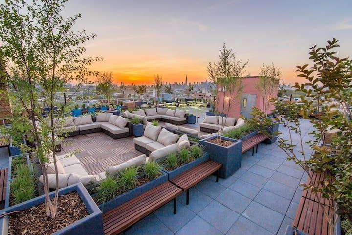 Sunny & Modern + Roof Deck & Gym! - Brooklyn - Wohnung