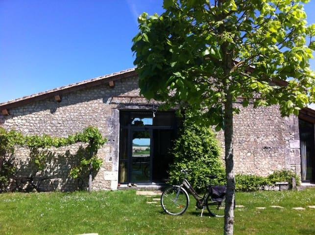 Grange restaurée sud charente - Salles-Lavalette - Casa