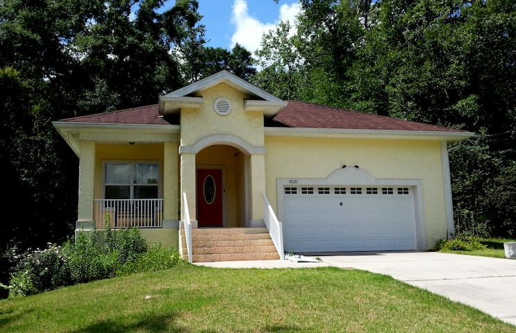 Immaculate urbane solid built home. - Tallahassee - Casa