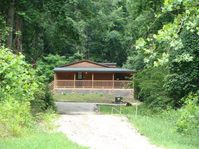 Hickory Grove Cabins - Rockbridge - Stuga