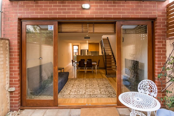 Modern townhouse in great location! - 北阿得萊德(North Adelaide) - 獨棟
